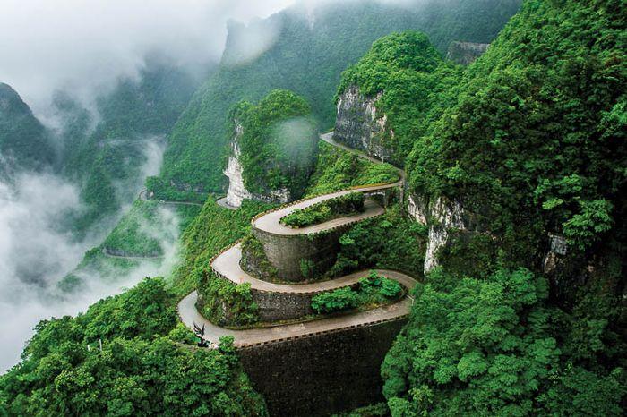 Thách thức cung đường hiểm trở dẫn tới cổng trời – Thiên Môn Sơn